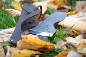 Hache bushcraft grande qualité avec protection de lame en cuir